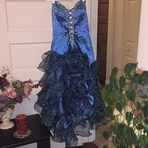 Dresses & Skirts - Pretty peacock in this hi low